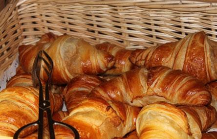 Services + au camping pain et viennoiseries fraîches