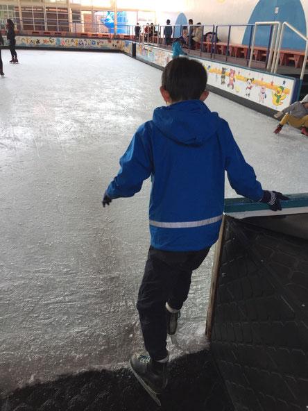 初のスケート、、先ずはジュニア用リンクへ、、、