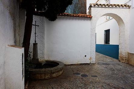 Photographie, Espagne, Andalousie, Cordoue, judería, croix rue, place, maison, blanc, passage, arc, vert, couleurs, fleurs, Mathieu Guillochon
