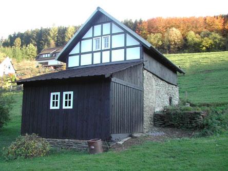 Unser Backhaus im Herbst 2004: Im neuen Gewand.