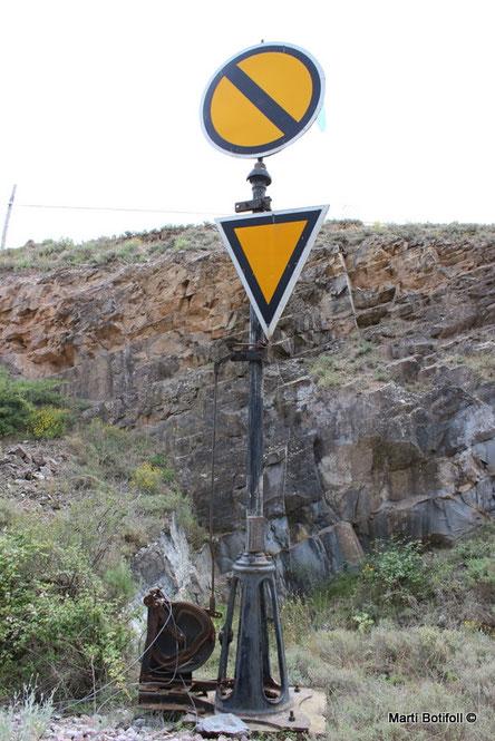 4 - Avanzada Ágreda lado Ólvega (En el momento de la toma de la imagen, la señal estaba girada 90º respecto a la vía, e indicaba Vía Libre en vez de Anuncio de parada