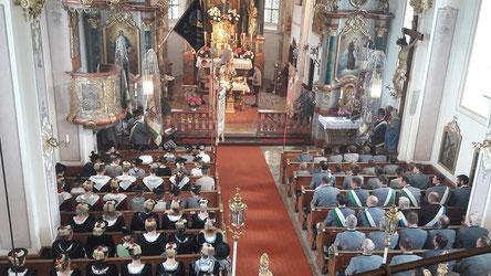 Trachtler in der Kirche