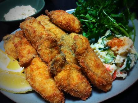 哲平のリクエストで今日は牡蠣フライ! 珍しく大きいサイズの牡蠣が売っていたので購入し、美味しいフライを作ったのに『今日のカキは緑のドロドロが入ってて食べれん!』って! それは牡蠣が大きいから身が詰まっちゅうがよ!って言っても2個しか食べてくれませんでした。(涙) 残りは僕と奥さんとで完食、、、(汗)