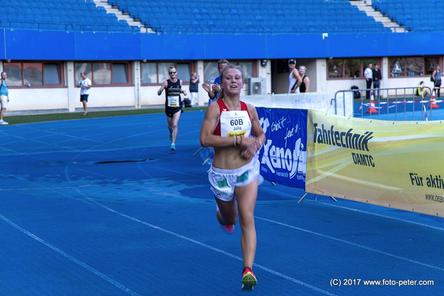Julia Mayer LCC Firmenlauf Wien 5K 5000m Wien Ernst Happen Stadion