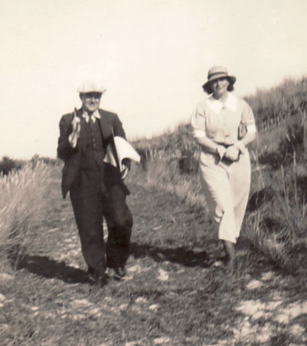 Historical photo: Erwin Bowien (1899-1972) in exile in the Netherlands during a visit by his muse Erna Heinen-Steinhoff (1898-1969) in 1934