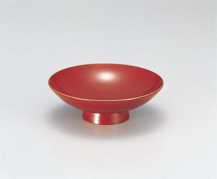 伝統的なお祝いの席で使用する盃は 縁起の良い朱塗で