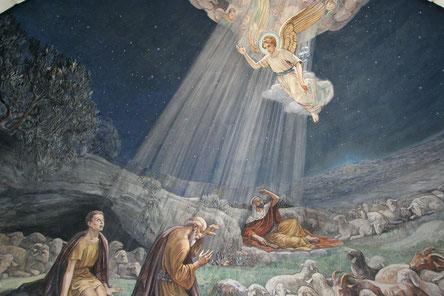 Die Hirten hören die Botschaft des Engels, Fresko in der Shepherds' Fields Church in Bethlehem.