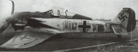Un velivolo del III Gruppe accidentato dopo un atterraggio di fortuna dovuto ad un problema al carrello.