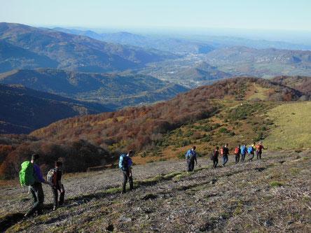 Déplacement avec en toile de fond la ville de Foix et un superbe paysage