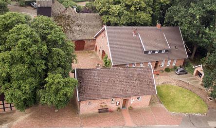 Hofstelle Liening mit Heimathaus im Vordergrund