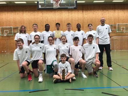 """Gruppenbild """"mit Damen"""" - stolze BBW/SPALDING Pokalsieger U14"""
