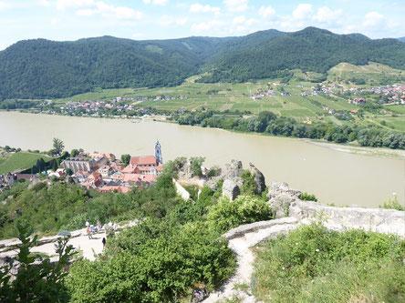 Dürnstein von oben mit Blick auf die Donau und nach Rossatz