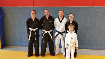 Von links: Torben Schlieper, Thorsten König, Robin Dekker, Vanessa Diekmann und Luke Schmitz.