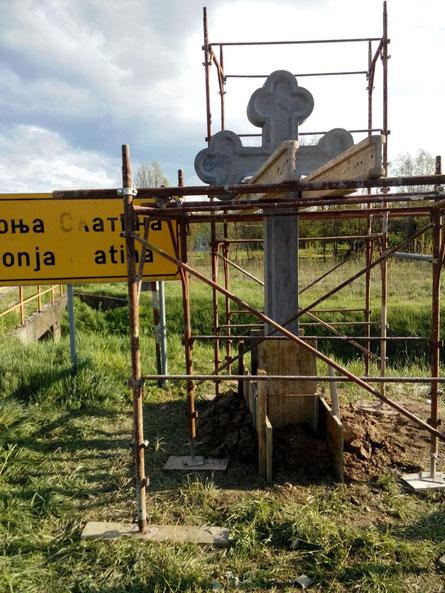 Postavljen Krst na ulaz u Donju Slatinu