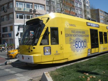 В Стамбуле трамваи большой высоты и длины ...