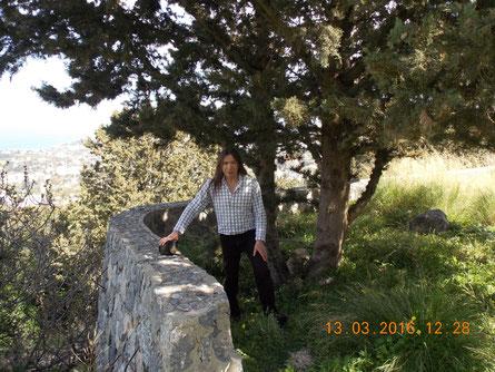 На Северном Кипре в горах поселка Лапта