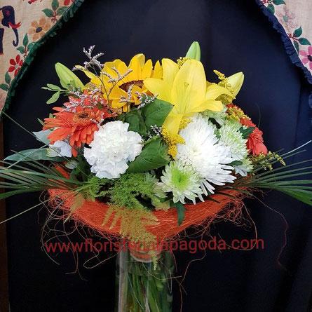 Ramo pequeños de flores variadas. ref R18  PVP 30€