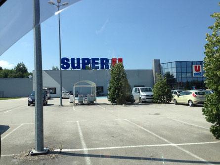 Ein letzter Einkauf und ne Füllung mit günstigem Diesel im guten, alten SuperU:-)