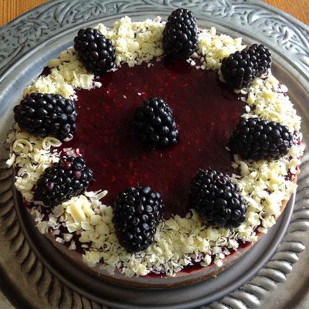 Mascarpone cheesecake met bramen.