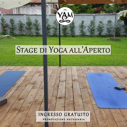 stage yoga all'aperto verde giardino parco torino carmagnola