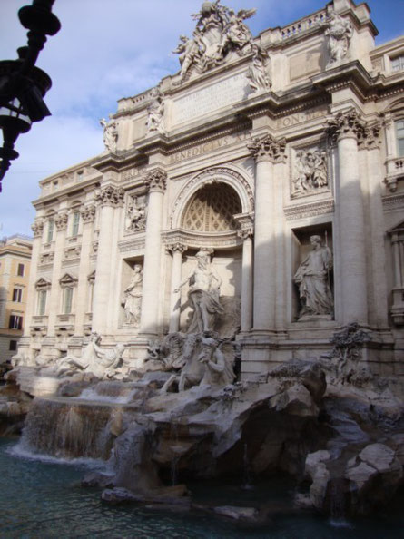 Raramente capita di trovare fontana di Trevi senza turisti...meglio approfittarne quando avviene!