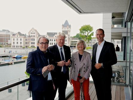 v.l.n.r. Ulrich Drahtler, OB Ullrich Sierau, Gabriele Richter AKNW Vorstand, Markus Lehrmann HGF AKNW