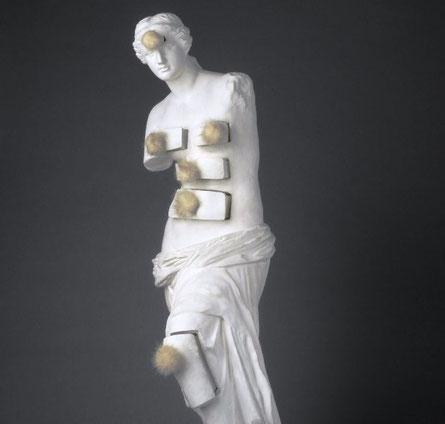 Сальвадор Дали - Венера Милосская с ящиками
