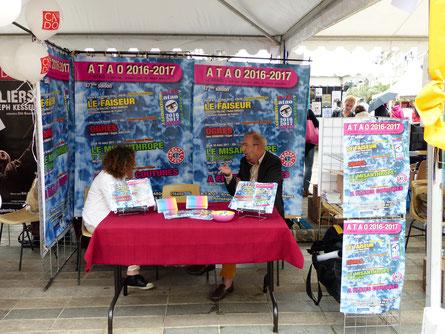 Stand ATAO - Place du Martroi - photo ataojmc