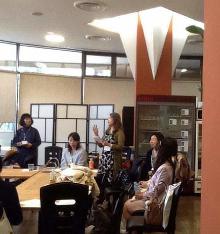 読書会ワールドカフェ、各テーブルのまとめの発表、神奈川PTT講師の京ヶ島さん