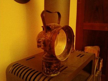 Eine unrestaurierte alte Riemann 330, sie wurde meines Wissens nach an Traktoren verwendet, diese Lampe ist inzwischen nicht mehr in meinem Besitz und wird demnächst zusammen mit einer weiteren an einem Lanz HR2 leuchten