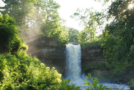 Wasserfall, www.center-of-being.com, Ja zum Leben, Natur, Ursprünglichkeit, Selbstheilung, Regeneration, Kraft, Fließen, Hingabe