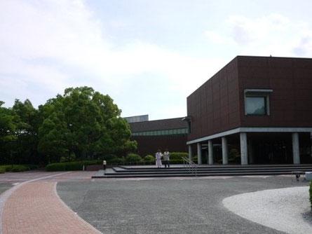 山梨県立美術館。「落穂拾い」で有名なミレーのコレクションを所蔵