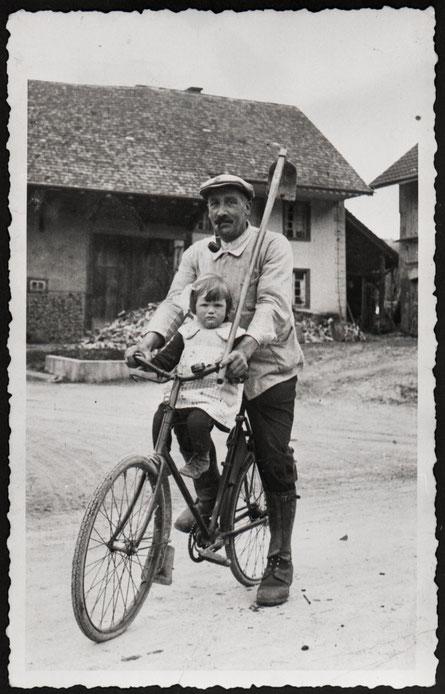 Johann Liechti mit Tochter Rosmarie (Fricker-) Liechti (ca. 1937)