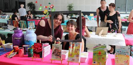 L'auteur, artiste et illustratrice Cynthia Kimberly et l'illustratrice Cloé Perrotin au Salon du Livre le Printemps des Plumes à Fleury-la-Vallée 2017