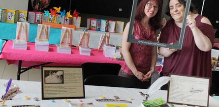 La biographe Florence Ghommid et l'illustratrice Cloé Perrotin au Salon du Livre le Printemps des Plumes à Fleury-la-Vallée 2017