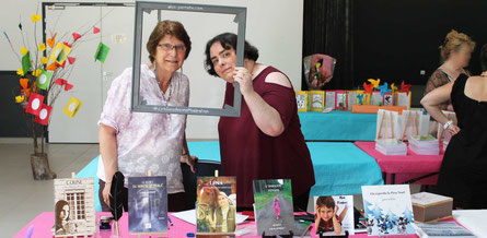L'auteur et graphiste Colette Hubert et l'illustratrice Cloé Perrotin au Salon du Livre le Printemps des Plumes à Fleury-la-Vallée 2017