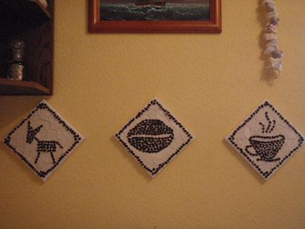 """""""gemalt"""" mit Kaffeebohnen in Spachtelmasse :-)"""