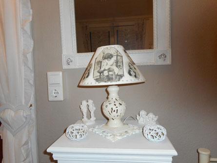"""Diese Lampe schenkte mir meine liebe Nachbarin Sandra ... und ich habe sie noch """"bebastelt"""" :-)"""
