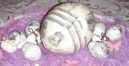 Ostereier und Straußen-Ei ...