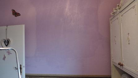 ... dann hat sie ihre Kratztechnik auch weiter oben angewandt ... ich habe nun alles lila gestrichen ...