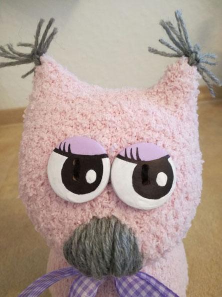 Socken-Eule ... Augen habe ich auf Holzknöpfe aufgemalt ... :o)