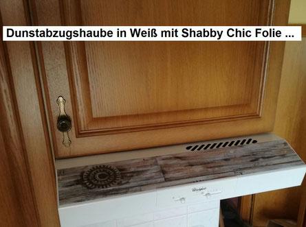 Küche ist hier noch in der Holzfarbe ...