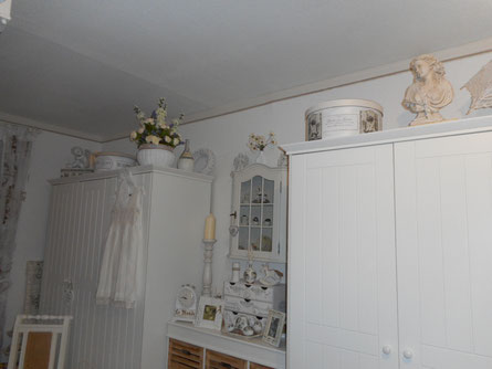 Schränke und Kommode aus der Paulina-Serie vom Dänischen Bettenlager