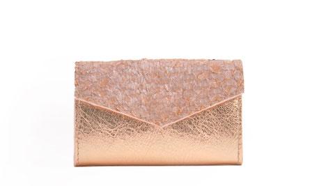 Tracht Geldbörse aus exklusivem Leder versandkostenfrei kaufen, Farbe rosé rosa, Fischleder Kalbleder OWA Tracht Ledermanufaktur