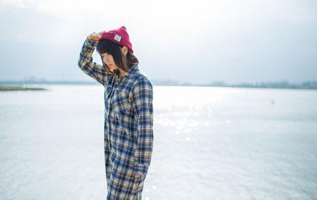 ウォーキングを行う奈良県葛城市の肩こり女性