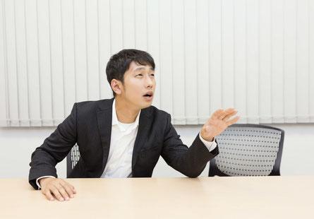 腰痛に悩む奈良県御所市の男性