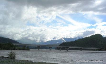 Brücke über den Copper River