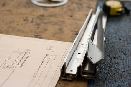 abkanten Teile mit technischer Zeichnung gebogen eckige abkantungen