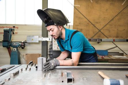 Mig Edelstahl Schweissen mit einer, durch die Lasermaschine, hergestellten Schweisslehre spart Zeit bei wiederholten Aufträgen der in der Ostschweiz Frauenfeld