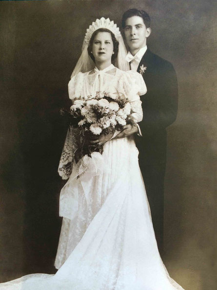 1939 : Stella and Ralph Hernandez on their wedding day.